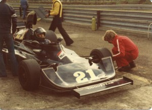 williams_FWO4_Ford_V8_Pete_Bryan_1976